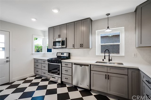 5442 Lemon Avenue, Long Beach CA: http://media.crmls.org/medias/3162d928-9196-40da-881f-6060e2674f3f.jpg