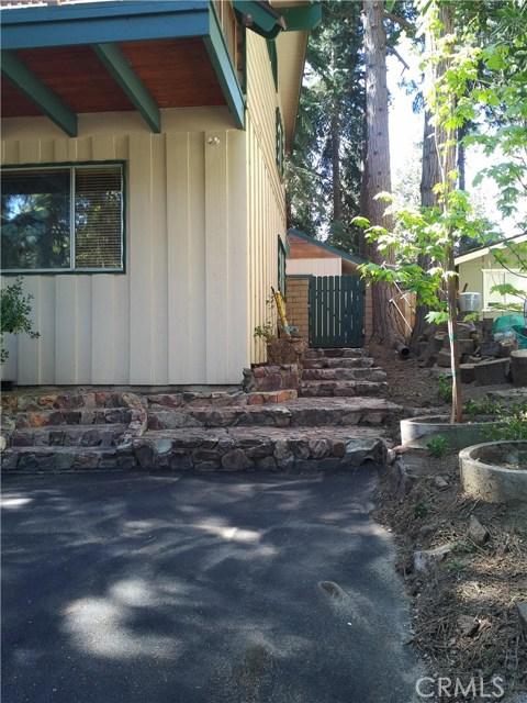 31465 Overhill Drive, Running Springs Area CA: http://media.crmls.org/medias/31658be7-cb33-4ff7-a6a0-d1b8fc644891.jpg