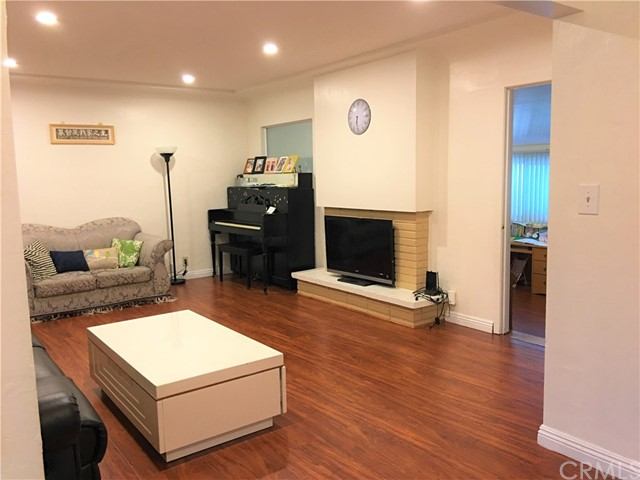 9170 Broadway, Temple City CA: http://media.crmls.org/medias/31867087-fb41-4098-9ceb-45f68e841360.jpg