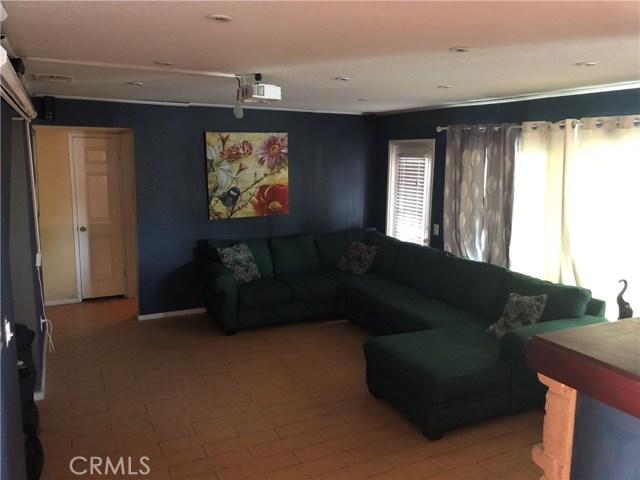 3669 N Live Oak Avenue, Rialto CA: http://media.crmls.org/medias/31cd5923-87e2-461c-8a54-dc71d40c6d01.jpg