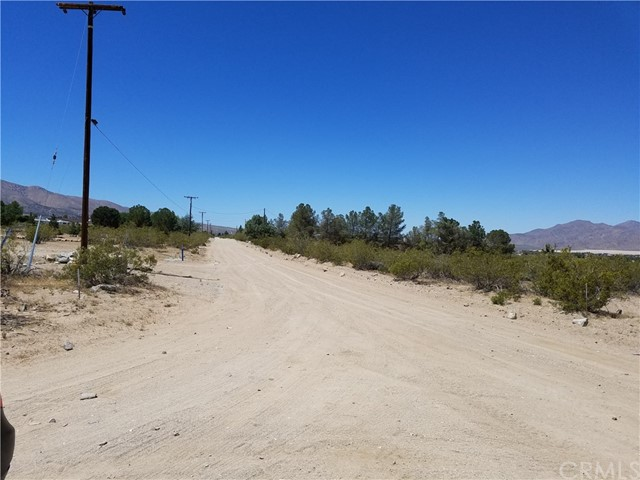 Additional photo for property listing at 9001 E Carson Street  Lucerne Valley, California 92356 Estados Unidos