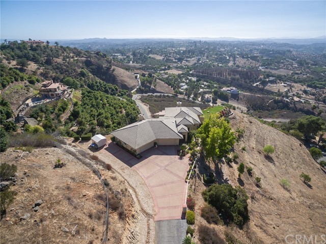 3335 Red Mountain Heights Drive, Fallbrook CA: http://media.crmls.org/medias/31d9f25a-635c-4d43-9e6f-fc720329b497.jpg