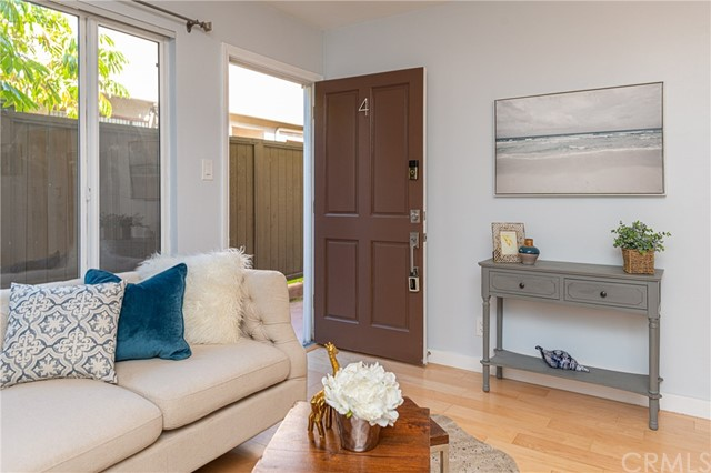 Detail Gallery Image 1 of 1 For 1319 11th St #4,  Santa Monica,  CA 90401 - 1 Beds | 1 Baths
