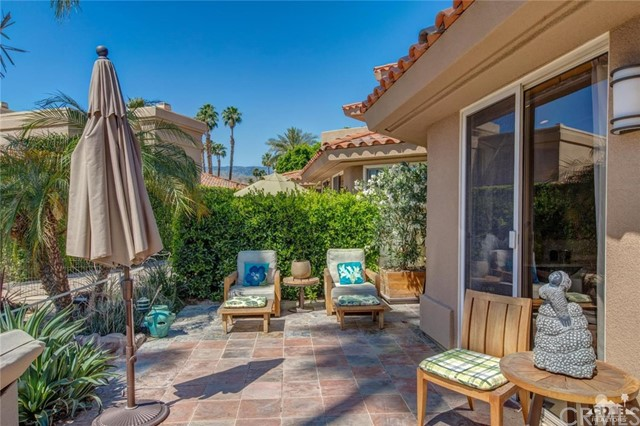 186 Desert Lakes Drive, Rancho Mirage CA: http://media.crmls.org/medias/324122fb-624f-4644-8338-9c59d2f1dd6e.jpg
