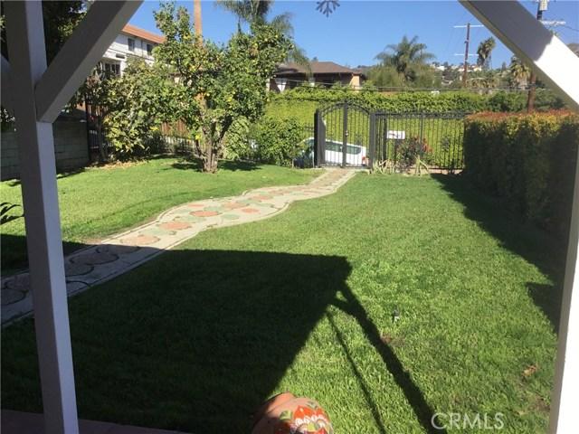 4302 Russell Avenue, Los Angeles CA: http://media.crmls.org/medias/324f4d85-f206-4c3c-9246-648cd61ce2de.jpg