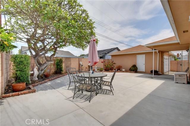 6209 Hungerford Street, Lakewood CA: http://media.crmls.org/medias/3268a4ac-9cc7-42e5-8537-8837f939f3a5.jpg