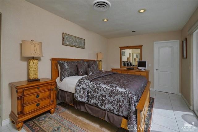 71443 Country Club Drive, Rancho Mirage CA: http://media.crmls.org/medias/3271b75e-b6f7-434c-9655-94ab02f6b7eb.jpg