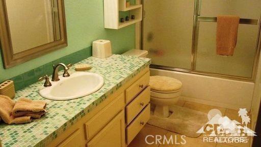 279 Tolosa Circle, Palm Desert CA: http://media.crmls.org/medias/32ad0ae1-8237-43ba-a854-be9096439219.jpg