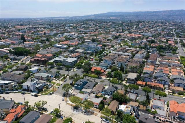 703 -705 El Redondo Avenue, Redondo Beach CA: http://media.crmls.org/medias/32bada83-9275-4c81-862f-d548614593cd.jpg