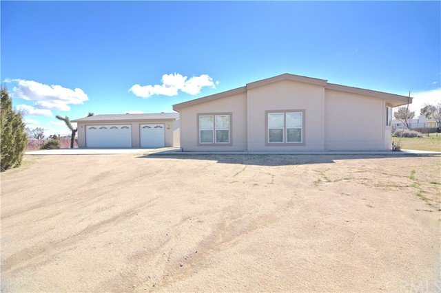 57055 Turner Road, Yucca Valley CA: http://media.crmls.org/medias/32bf2333-7e4b-4789-a8df-44ccefe0dffc.jpg