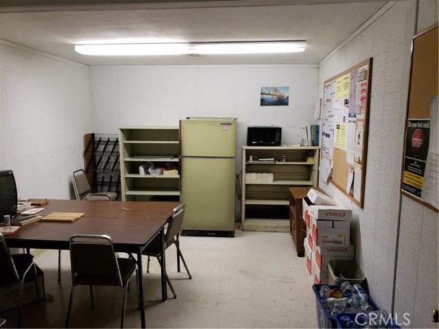 2060 3rd Street, Oroville CA: http://media.crmls.org/medias/32c8d9e5-8d0f-4f70-8321-600aca5c12db.jpg