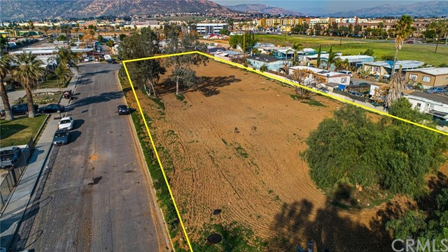 13200 Barbara Street, Moreno Valley CA: http://media.crmls.org/medias/3301c1f6-26bb-4e9d-aa3b-af58c7d6518a.jpg