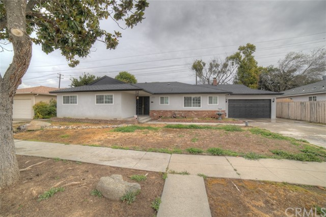 6324 N Bond Street, Fresno CA: http://media.crmls.org/medias/3302c393-4a69-4f9b-a03d-5df0e1bcf121.jpg