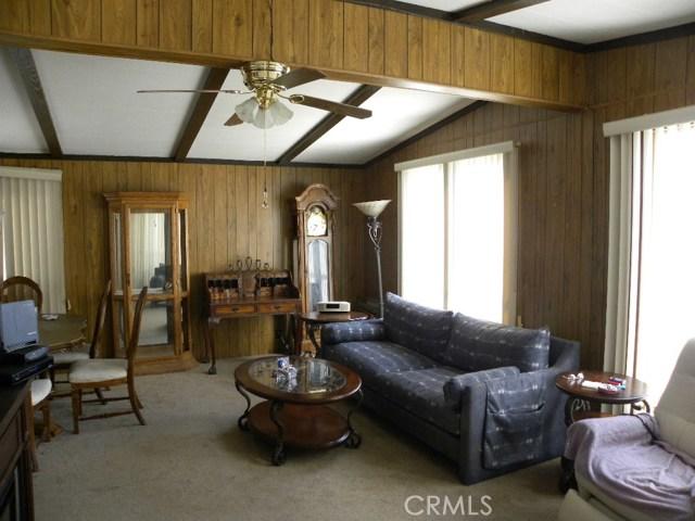 40897 Laredo, Cherry Valley CA: http://media.crmls.org/medias/33101386-df01-448b-879a-351117d7073b.jpg