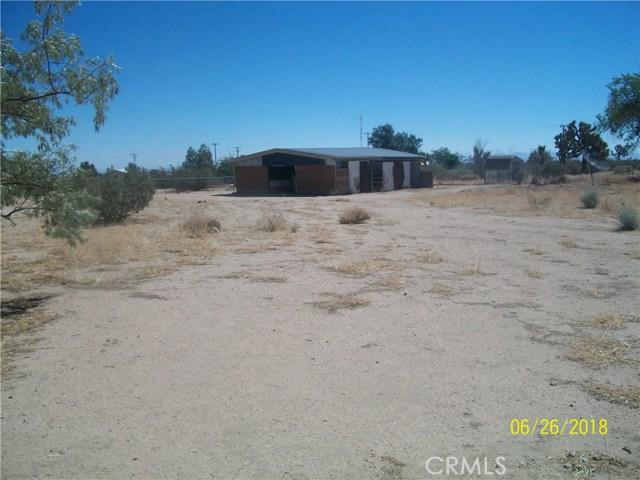 12215 Wolf Drive, Phelan CA: http://media.crmls.org/medias/3316d602-4c1f-4990-b46c-8cc86c909c5a.jpg