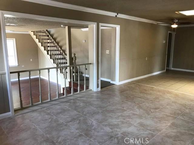 702 E Oldfield Street, Lancaster CA: http://media.crmls.org/medias/331c519c-110a-4007-b0fa-c315f3b31f52.jpg