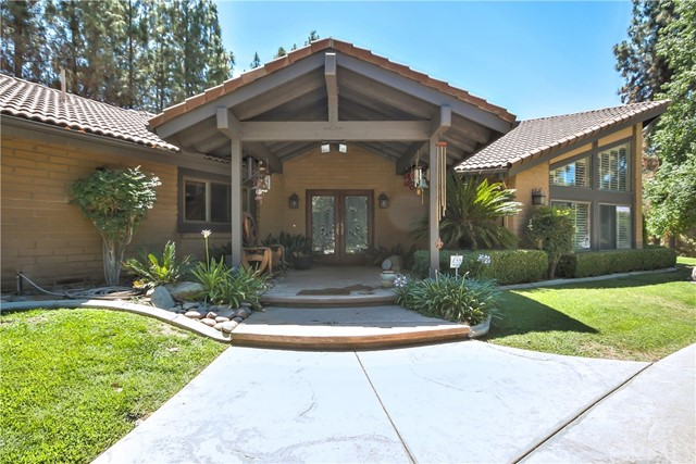 Photo of 40100 Avenida La Cresta, Murrieta, CA 92562