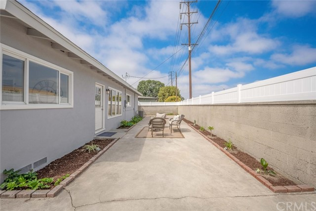 5917 E Wentworth Street, Long Beach CA: http://media.crmls.org/medias/33274c06-2626-4c45-a534-ef33fb21ebf5.jpg