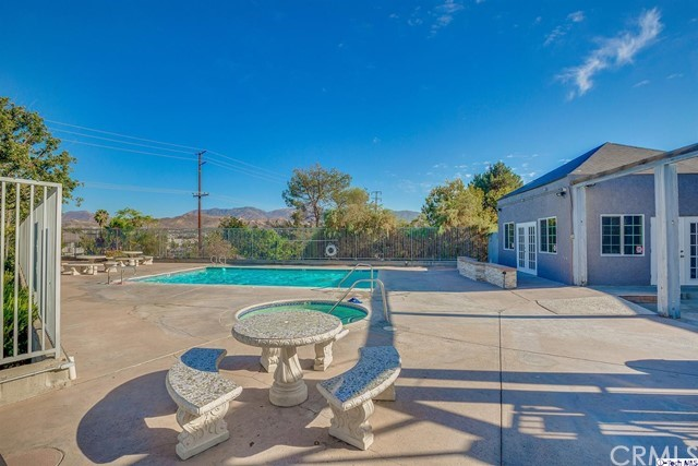 18209 Sierra Highway, Canyon Country CA: http://media.crmls.org/medias/337aa3f8-e9b4-4f3c-998e-4e0f584ed21a.jpg