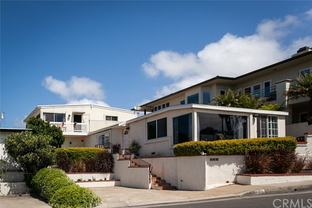 233 Santa Ana Avenue Newport Beach, CA 92663 is listed for sale as MLS Listing NP18118884