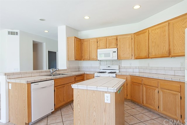 21813 Quartz Way, Wildomar CA: http://media.crmls.org/medias/3394db4d-9624-4d20-ab26-6b2865868621.jpg