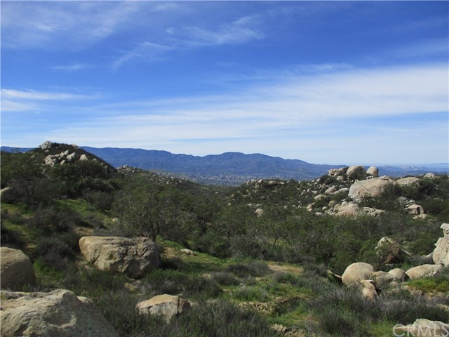 991 Crazy Horse Canyon Road, Aguanga CA: http://media.crmls.org/medias/33a5887c-ae6a-41f1-9e0d-0c2e283f81ae.jpg
