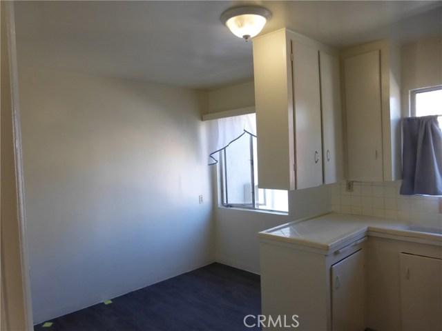 11142 S Mariposa Avenue, Los Angeles CA: http://media.crmls.org/medias/33b8179f-7631-4fc1-8946-dd1caf55206d.jpg