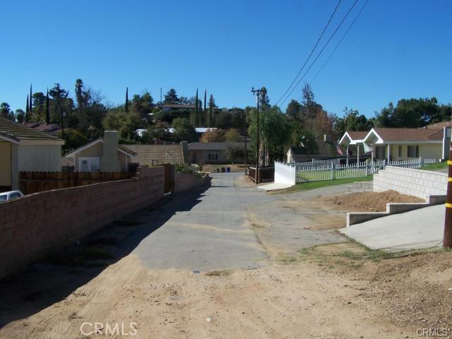 31812 Hutto Lane, Yucaipa CA: http://media.crmls.org/medias/33c68855-97c0-46c3-82ee-b425064cb9d0.jpg