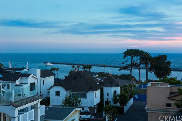 Single Family Home for Sale at 218 Goldenrod St Corona Del Mar, California 92625 United States