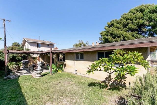 918 S Elliott Place, Santa Ana CA: http://media.crmls.org/medias/33e46d0c-8784-4029-a48b-495c6ef0807f.jpg