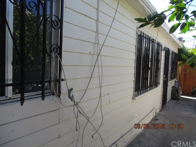 4504 S Van Ness Avenue, Los Angeles CA: http://media.crmls.org/medias/33e5857e-cc8d-4ede-81c5-718e8b8da701.jpg