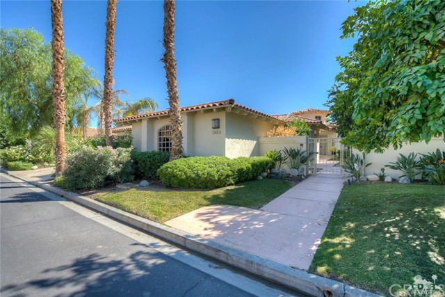 54015 Southern Hills, La Quinta CA: http://media.crmls.org/medias/33f1f7d5-3c0a-4d25-b2fe-cabb4a998b9f.jpg