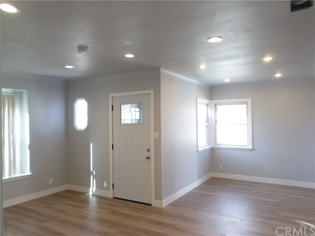 Additional photo for property listing at 7520  Lemp Avenue 7520  Lemp Avenue North Hollywood, California 91605 United States