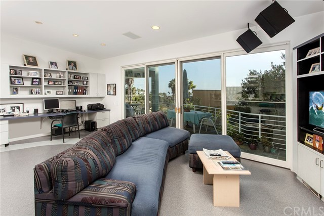 2210 Hillview Drive, Laguna Beach CA: http://media.crmls.org/medias/33f5dde9-dbe0-43f5-9e89-36e6a15309d3.jpg