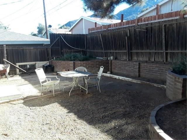 17617 Sutherland Avenue, Lake Elsinore CA: http://media.crmls.org/medias/33f73fe8-043b-436c-8794-a0e1ccc4bddb.jpg