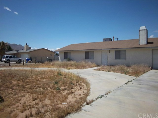Single Family Home for Rent at 10636 Kiavan Road Apple Valley, California 92308 United States