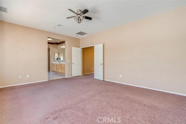 11496 Springwood Court, Riverside CA: http://media.crmls.org/medias/3417307d-b88c-4494-9334-36c0f4e95996.jpg