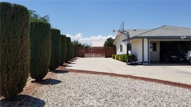 11170 Redwood Avenue, Hesperia CA: http://media.crmls.org/medias/3419d5c2-936d-46f1-b2d9-4bf35094cec5.jpg