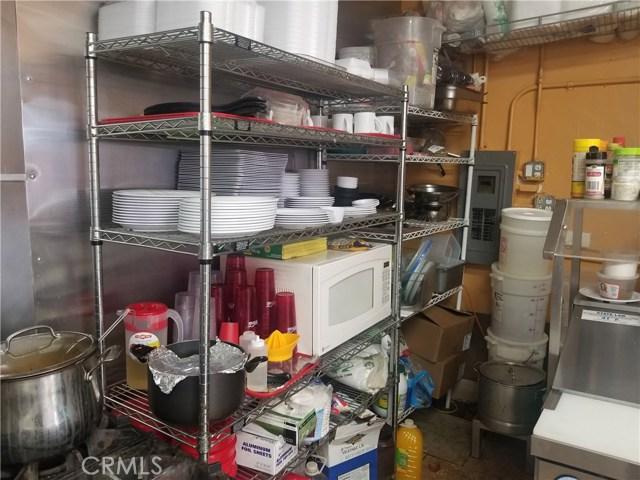 5000 Whittier Bl, East Los Angeles CA: http://media.crmls.org/medias/341fdebc-d254-4ff4-8800-d310913dfb9b.jpg