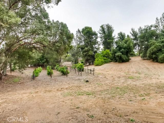 39600 Camino Del Vino, Temecula CA: http://media.crmls.org/medias/346655a6-9cbb-4ea9-857b-0f73a6bc0866.jpg