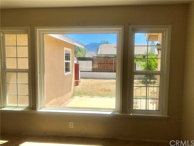 215 S Vernon S Avenue, San Jacinto CA: http://media.crmls.org/medias/346c72bb-e62e-4fdd-bdcb-00b38f139aa3.jpg