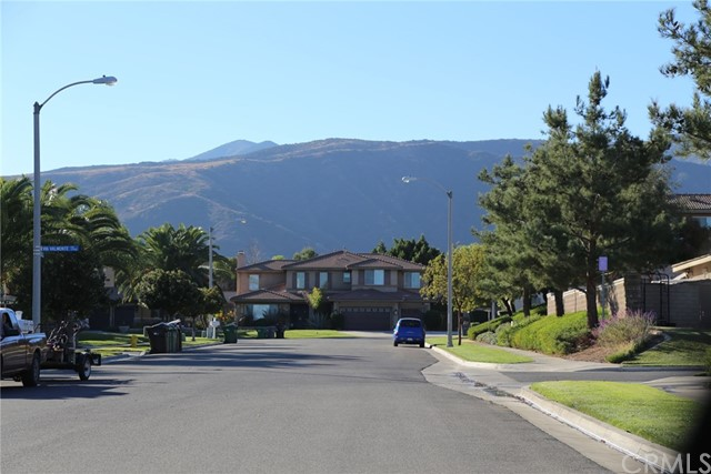 1709 Galloway Lane, Corona CA: http://media.crmls.org/medias/3482f90d-8cf2-47ea-9005-432fde78bddf.jpg