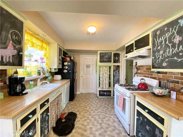 1048 E Lemon Avenue, Glendora CA: http://media.crmls.org/medias/34841257-fc4d-4bf8-bbc5-532f3beb99ee.jpg