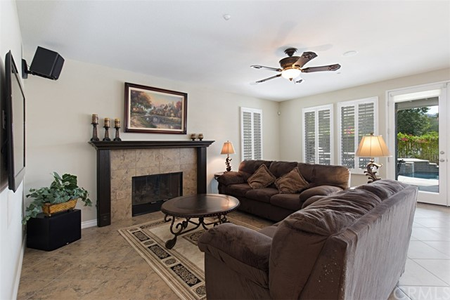 7111 Winterwood Lane, Highland CA: http://media.crmls.org/medias/348a2c45-8bd8-4a55-a621-285be653f343.jpg