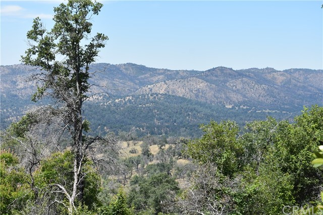 80 Lookout Mountain Road, Mariposa CA: http://media.crmls.org/medias/34f50e38-a1d9-4fbc-87bd-e3602f62cf4b.jpg