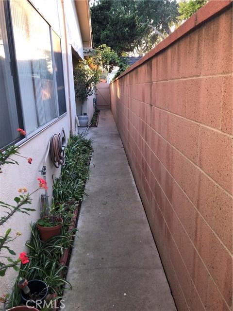 3232 Lewis Avenue, Signal Hill CA: http://media.crmls.org/medias/34fb97a3-2077-4468-8eb9-e54439eebee5.jpg