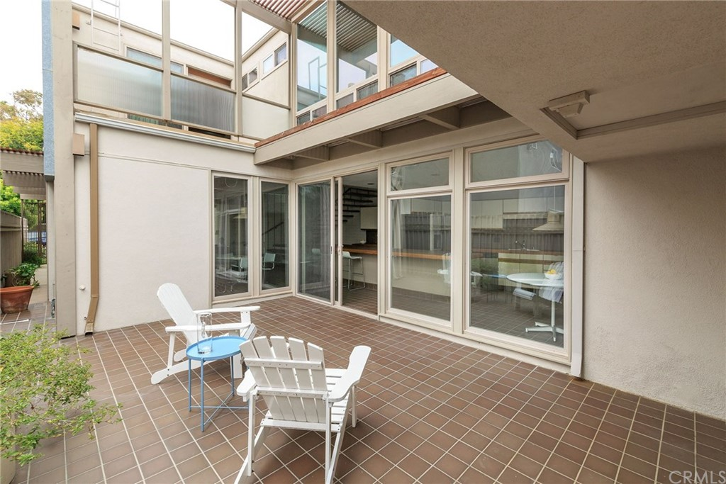 Additional photo for property listing at 550 4th Street Manhattan Beach, California,90266 United States