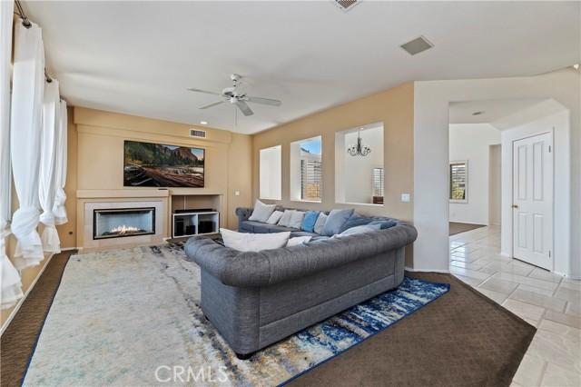 16262 Skyridge Drive, Riverside CA: http://media.crmls.org/medias/35164bb3-be71-4ba2-9b41-5aa90dffc8c4.jpg