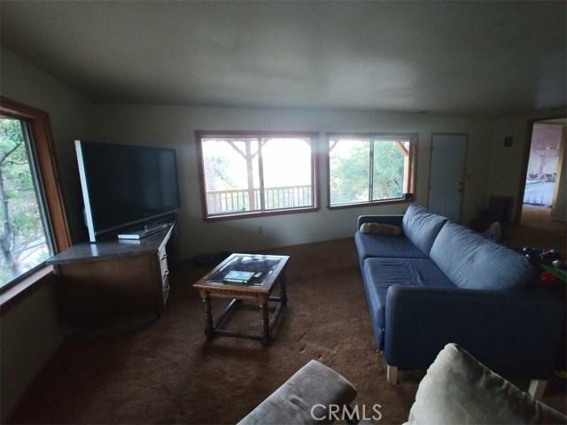 1287 Piney Ridge Place, Fawnskin CA: http://media.crmls.org/medias/352a922b-8399-41ad-aa91-4f69e2a323df.jpg