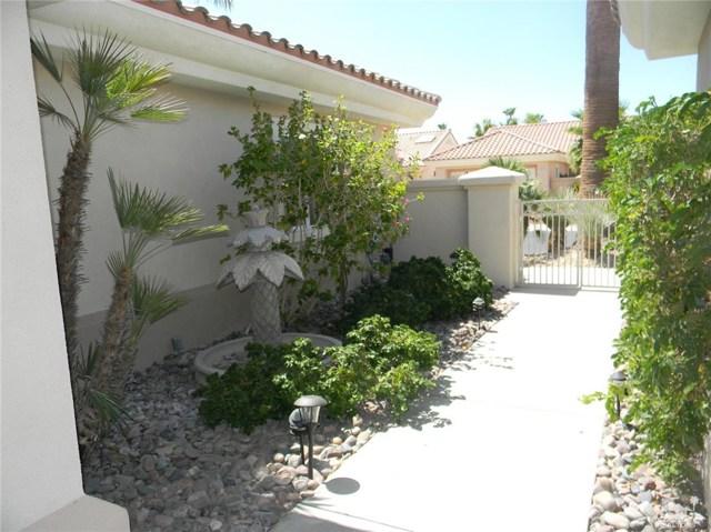 78260 Willowrich Drive, Palm Desert CA: http://media.crmls.org/medias/35351ab3-dfc8-469c-857e-f5e1a3e70e49.jpg